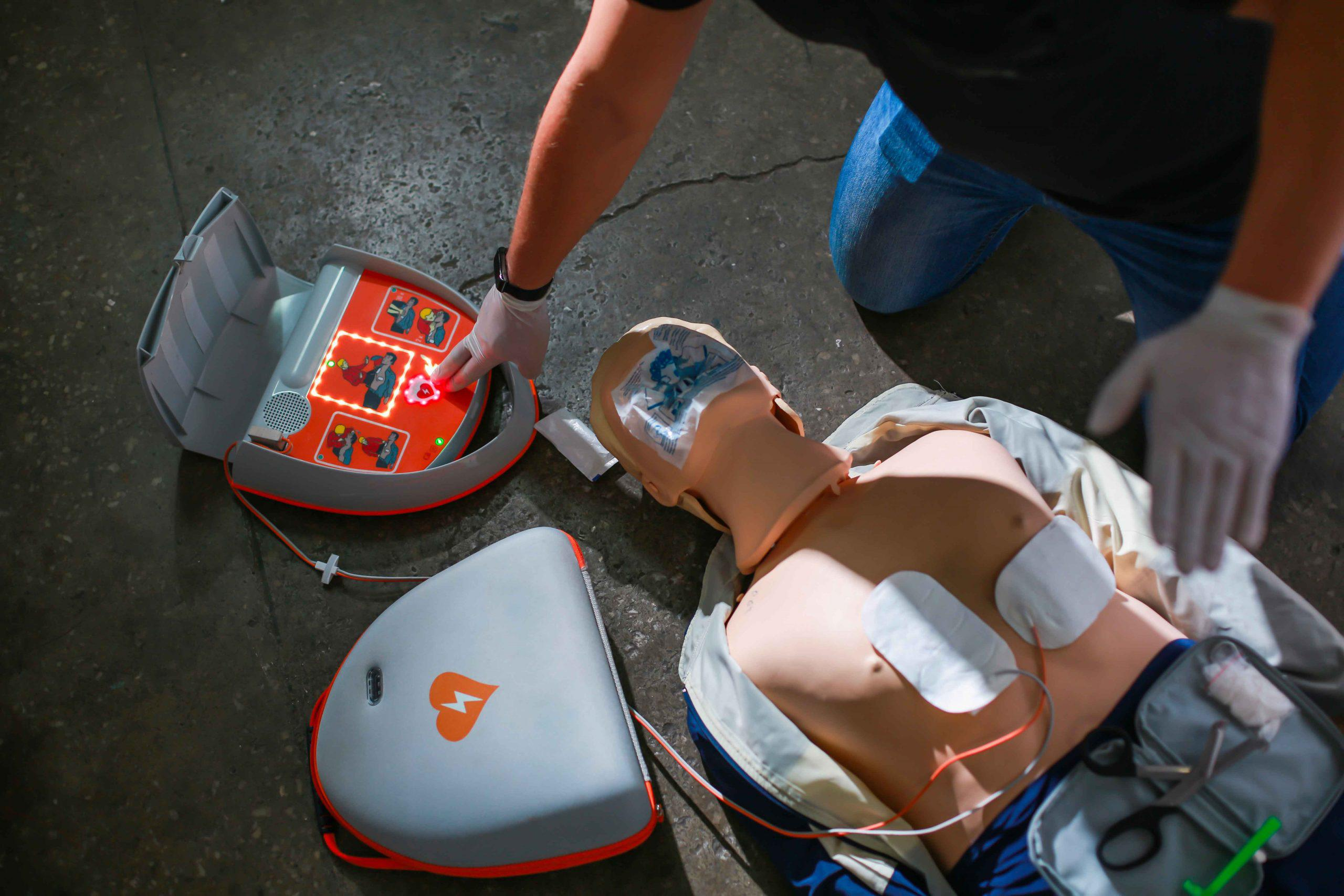 Low cost AEDs and accessories for sale in Aurora from Heartsine, Physio Control, Philips, Cardiac Science, Zoll and Defibtech.